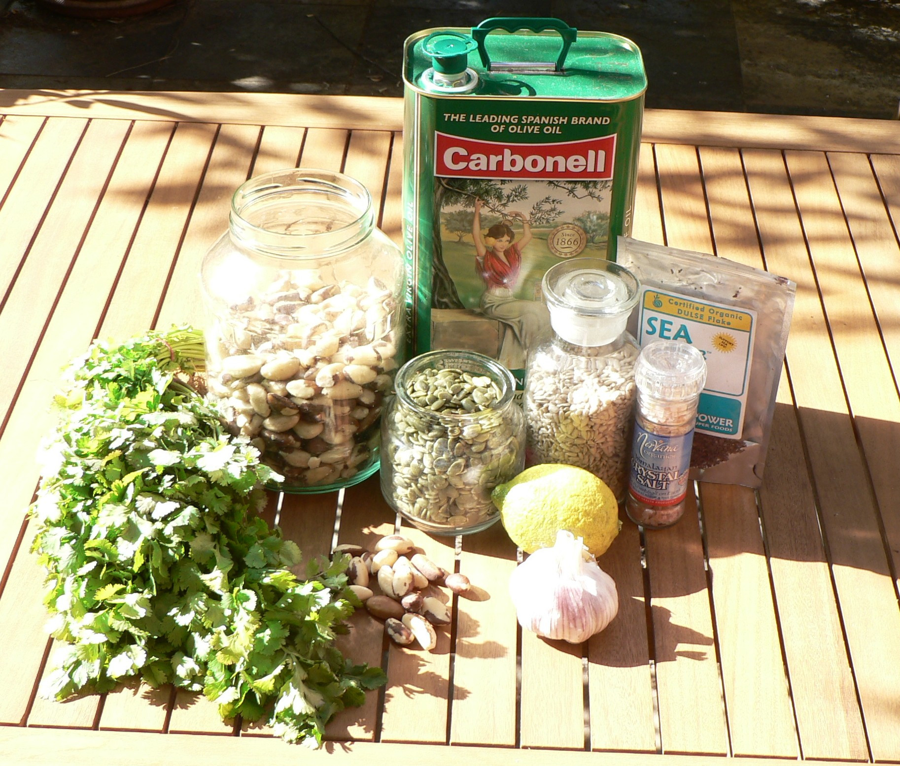 Coriander heavy metals chelation pesto